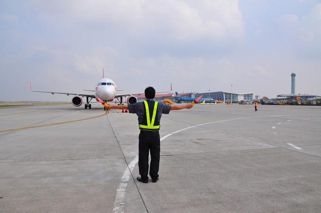 Hàng không thiệt hại nặng nề vì dịch Covid-19, sản lượng điều hành bay giảm gần 50% - Ảnh 1.
