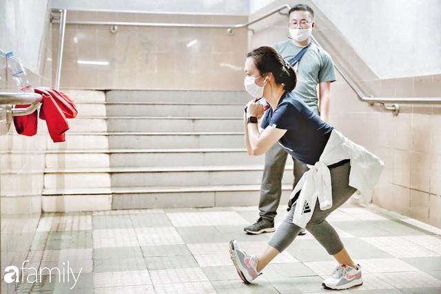 Kỳ lạ giữa Hà Nội mùa dịch: Trên đường vắng tanh, già trẻ, lớn bé rủ nhau xuống hầm tập thể thao nâng cao sức khỏe - Ảnh 11.
