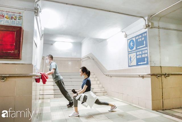 Kỳ lạ giữa Hà Nội mùa dịch: Trên đường vắng tanh, già trẻ, lớn bé rủ nhau xuống hầm tập thể thao nâng cao sức khỏe - Ảnh 13.