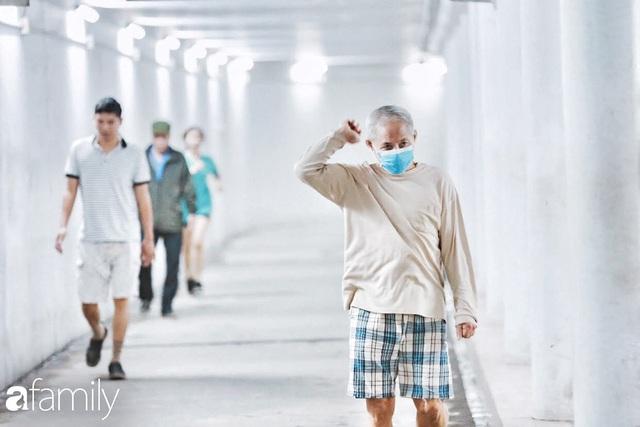 Kỳ lạ giữa Hà Nội mùa dịch: Trên đường vắng tanh, già trẻ, lớn bé rủ nhau xuống hầm tập thể thao nâng cao sức khỏe - Ảnh 14.
