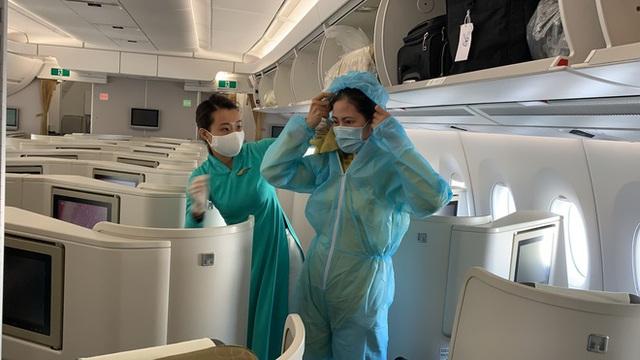 [Ảnh] Bên trong các chuyến bay trở về từ tâm dịch Covid-19 tại châu Âu của Vietnam Airlines - Ảnh 3.