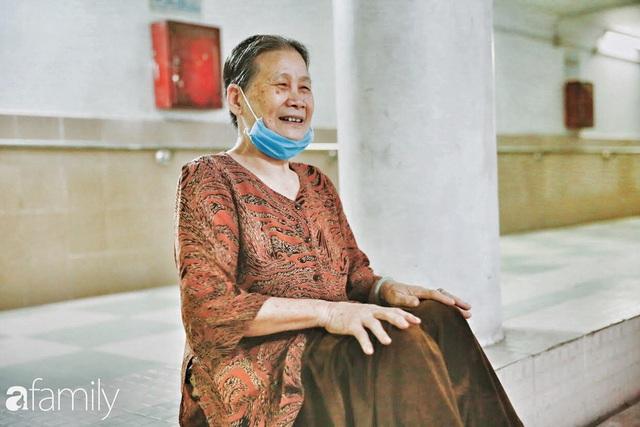 Kỳ lạ giữa Hà Nội mùa dịch: Trên đường vắng tanh, già trẻ, lớn bé rủ nhau xuống hầm tập thể thao nâng cao sức khỏe - Ảnh 22.