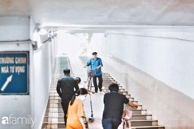 Kỳ lạ giữa Hà Nội mùa dịch: Trên đường vắng tanh, già trẻ, lớn bé rủ nhau xuống hầm tập thể thao nâng cao sức khỏe - Ảnh 24.