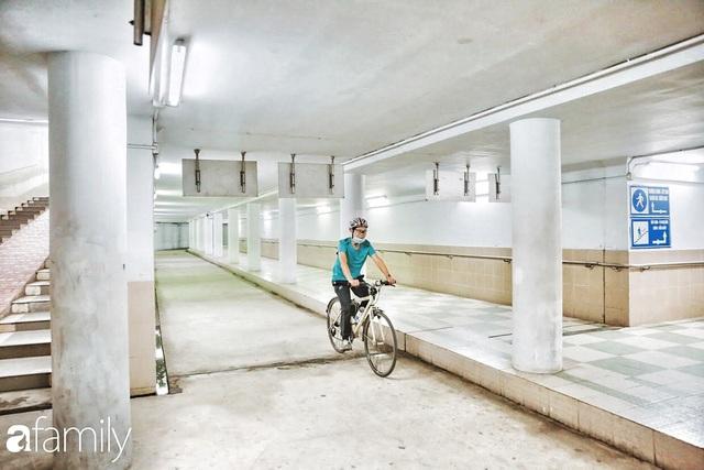 Kỳ lạ giữa Hà Nội mùa dịch: Trên đường vắng tanh, già trẻ, lớn bé rủ nhau xuống hầm tập thể thao nâng cao sức khỏe - Ảnh 25.