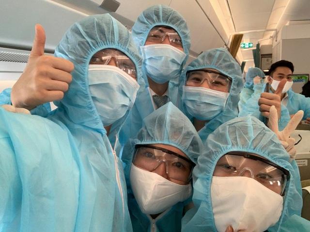 Bên trong những chuyến bay Vietnam Airlines đưa đồng bào về từ tâm dịch châu Âu - Ảnh 5.