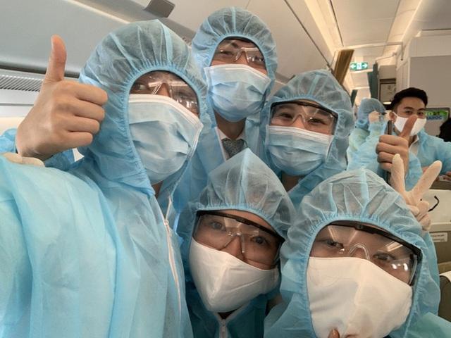 [Ảnh] Bên trong các chuyến bay trở về từ tâm dịch Covid-19 tại châu Âu của Vietnam Airlines - Ảnh 6.