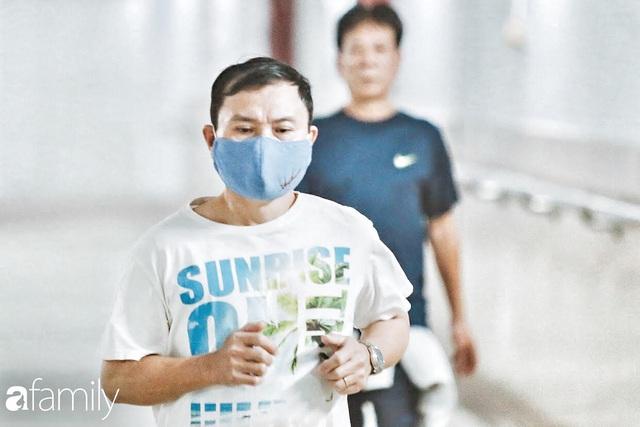 Kỳ lạ giữa Hà Nội mùa dịch: Trên đường vắng tanh, già trẻ, lớn bé rủ nhau xuống hầm tập thể thao nâng cao sức khỏe - Ảnh 6.