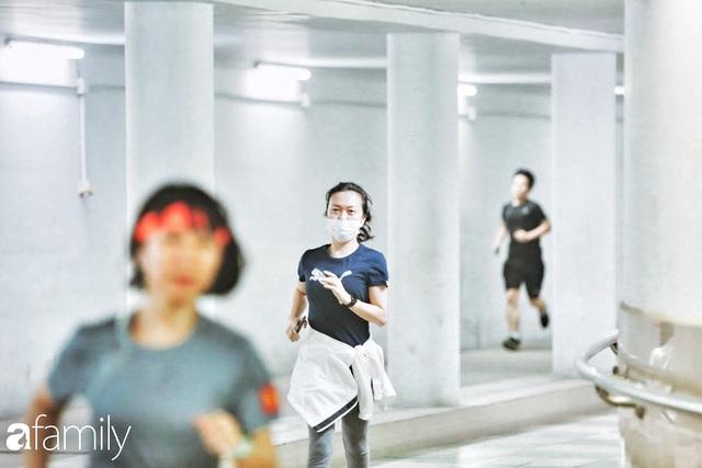 Kỳ lạ giữa Hà Nội mùa dịch: Trên đường vắng tanh, già trẻ, lớn bé rủ nhau xuống hầm tập thể thao nâng cao sức khỏe - Ảnh 8.