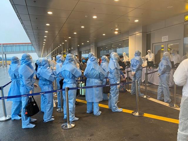 Bên trong những chuyến bay Vietnam Airlines đưa đồng bào về từ tâm dịch châu Âu - Ảnh 10.