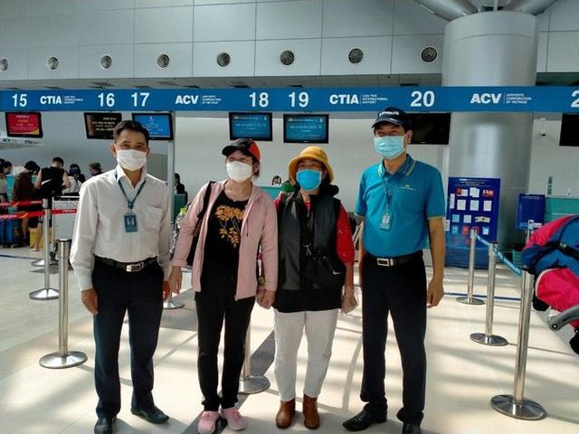 Gần 600 người hết hạn cách ly được vận chuyển miễn phí về Hà Nội, TP HCM  - Ảnh 1.