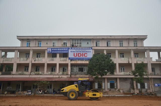 Chùm ảnh: Cận cảnh quá trình biến bệnh viện bỏ hoang ở Hà Nội thành khu cách ly dành cho 200 người - Ảnh 1.