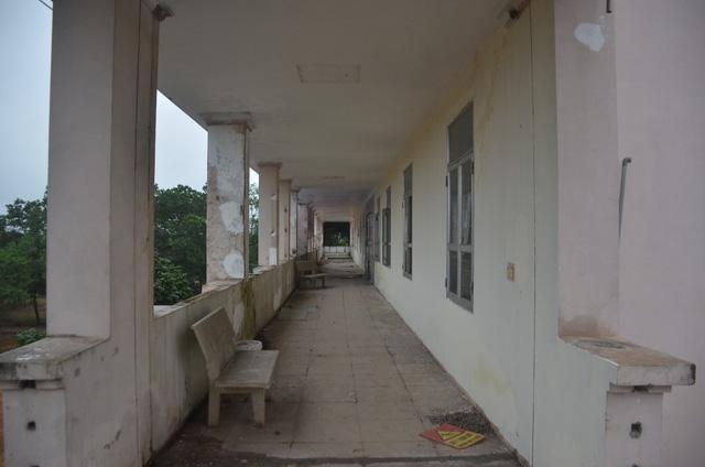 Chùm ảnh: Cận cảnh quá trình biến bệnh viện bỏ hoang ở Hà Nội thành khu cách ly dành cho 200 người - Ảnh 2.