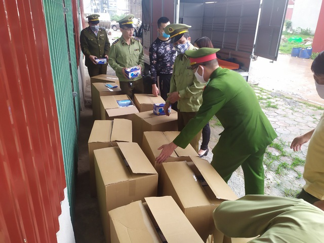 Bắt giữ vụ vận chuyển 27.500 khẩu trang không rõ nguồn gốc tại Bắc Giang - Ảnh 1.