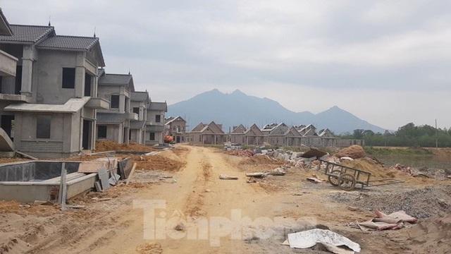 Bên trong dự án Vườn Vua hơn 1.400 tỷ vướng hàng loạt sai phạm ở Phú Thọ - Ảnh 3.
