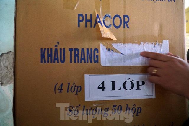 Tạm giữ 500.000 chiếc khẩu trang y tế không rõ nguồn gốc ở Hà Nội - Ảnh 4.