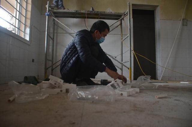 Chùm ảnh: Cận cảnh quá trình biến bệnh viện bỏ hoang ở Hà Nội thành khu cách ly dành cho 200 người - Ảnh 9.