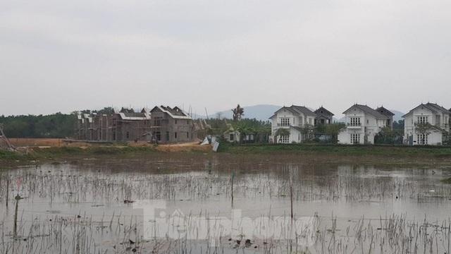 Bên trong dự án Vườn Vua hơn 1.400 tỷ vướng hàng loạt sai phạm ở Phú Thọ - Ảnh 10.