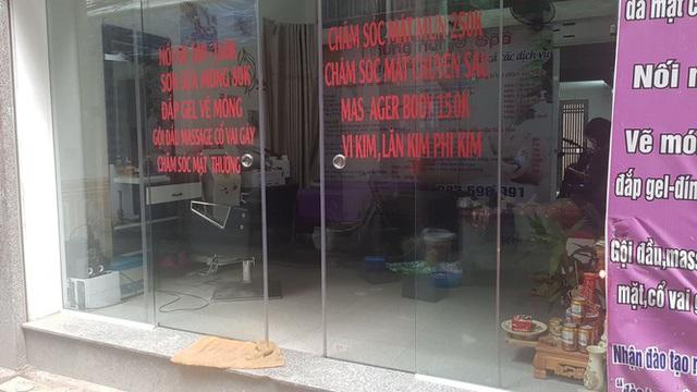 Tiệm làm đẹp ế ẩm vì khách nhịn cắt tóc gội đầu mùa dịch - Ảnh 1.