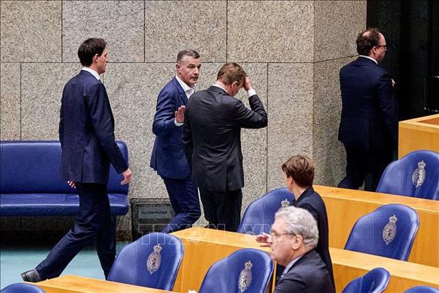 Bộ trưởng Y tế Hà Lan từ chức sau khi bị ngất tại cuộc thảo luận về dịch COVID-19 - Ảnh 1.