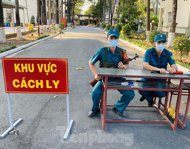 Cuộc sống trong khu cách ly gần sân bay Tân Sơn Nhất - Ảnh 1.