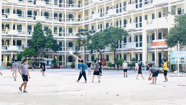 Cuộc sống trong khu cách ly gần sân bay Tân Sơn Nhất - Ảnh 12.