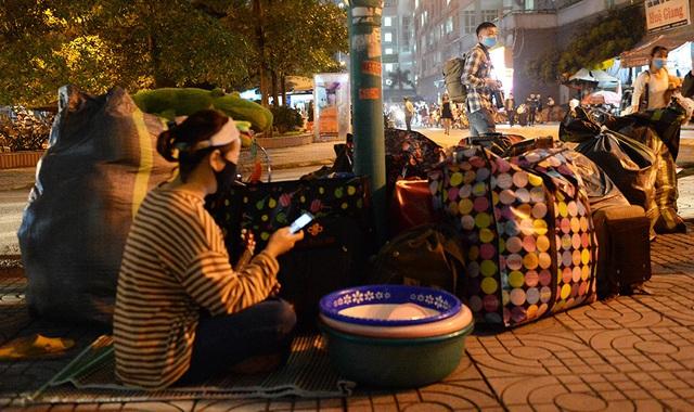 Gần 1000 sinh viên chuyển đồ thâu đêm để nhường chỗ cho người cách ly Covid-19 - Ảnh 13.