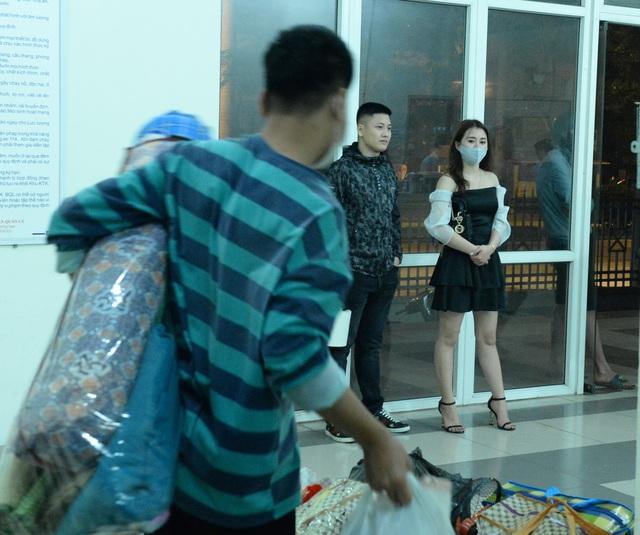 Gần 1000 sinh viên chuyển đồ thâu đêm để nhường chỗ cho người cách ly Covid-19 - Ảnh 14.