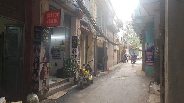 Tiệm làm đẹp ế ẩm vì khách nhịn cắt tóc gội đầu mùa dịch - Ảnh 3.