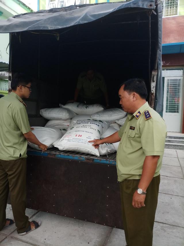 Phát hiện 2.000 kg đường cát nhập khẩu chưa có hóa đơn, chứng từ tại An Giang - Ảnh 1.