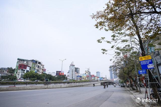 Cuối tuần Hà Nội vắng lặng lạ thường - Ảnh 1.