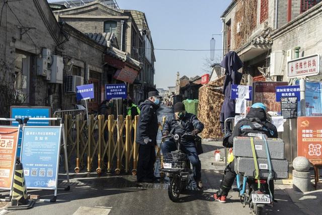Ít nhất chúng tôi đã không chết: Người nghèo ở Bắc Kinh vật lộn trong cuộc chiến chống Covid-19 và thất nghiệp - Ảnh 1.