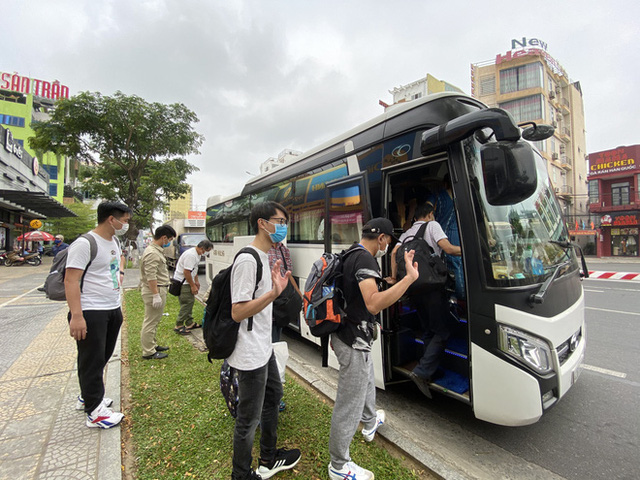 Dỡ cách ly tại khách sạn ở Đà Nẵng nơi 2 khách người Anh dương tính với Covid-19 lưu trú - Ảnh 13.