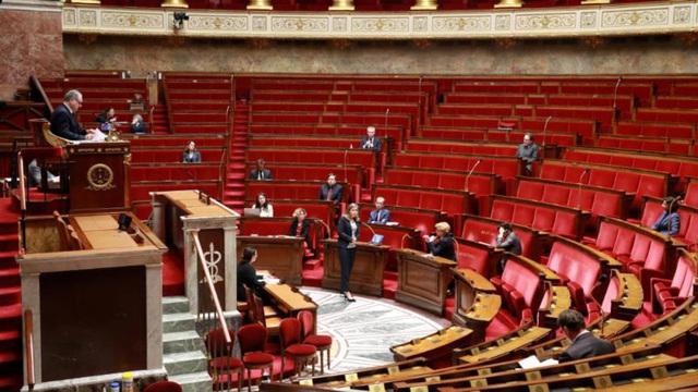 Số người chết tăng vọt, Quốc hội Pháp ban bố tình trạng khẩn cấp - Ảnh 1.