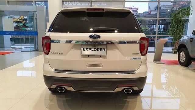 Đại lý xả Ford Explorer tồn kho giá 1,8 tỷ đồng, giảm gần nửa tỷ đồng so với hồi đầu năm - Ảnh 2.