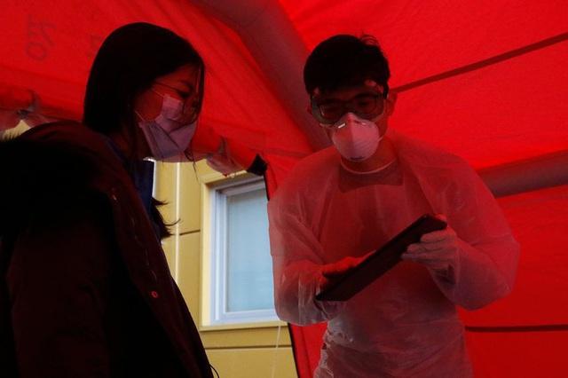 Cách giải quyết vấn đề thiếu giường bệnh khi có hơn 8.000 người nhiễm Covid-19 của Hàn Quốc: Có sẵn ngay, không cần tốn chi phí và nhân lực xây bệnh viện dã chiến như Trung Quốc - Ảnh 1.