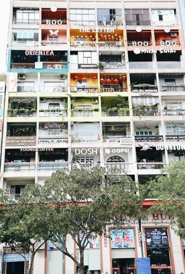 Phố Sài Gòn vắng lặng, quán cafe đồng loạt tạm đóng cửa chung tay phòng chống dịch Covid-19 - Ảnh 12.