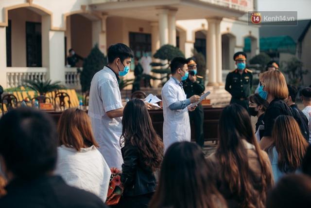 Chùm ảnh xúc động buổi chia tay tại khu cách ly: Người đến người đi, chỉ có các cô chú nhân viên vẫn ở lại chống dịch - Ảnh 14.