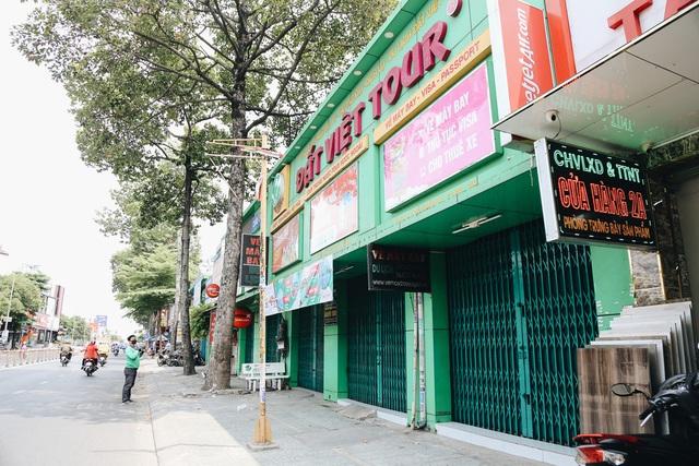 Phố Sài Gòn vắng lặng, quán cafe đồng loạt tạm đóng cửa chung tay phòng chống dịch Covid-19 - Ảnh 17.