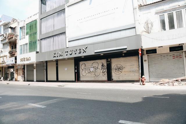 Phố Sài Gòn vắng lặng, quán cafe đồng loạt tạm đóng cửa chung tay phòng chống dịch Covid-19 - Ảnh 18.