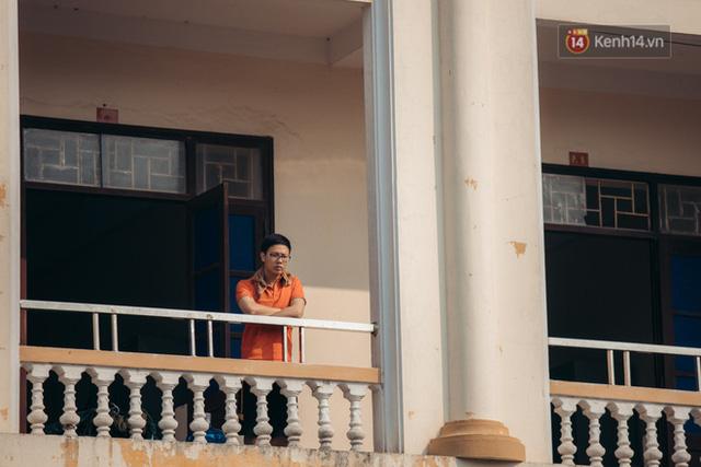 Chùm ảnh xúc động buổi chia tay tại khu cách ly: Người đến người đi, chỉ có các cô chú nhân viên vẫn ở lại chống dịch - Ảnh 19.