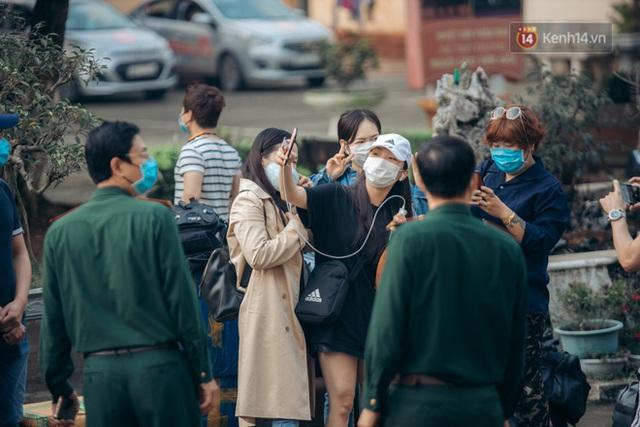Chùm ảnh xúc động buổi chia tay tại khu cách ly: Người đến người đi, chỉ có các cô chú nhân viên vẫn ở lại chống dịch - Ảnh 25.