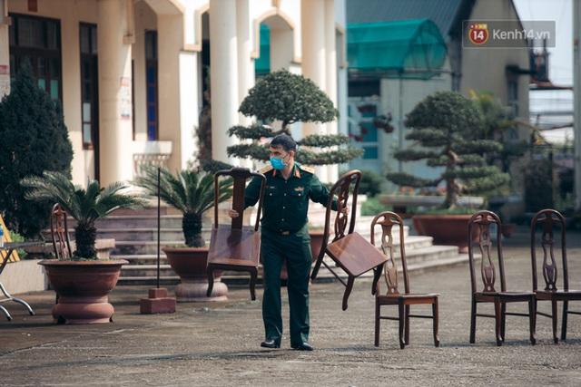 Chùm ảnh xúc động buổi chia tay tại khu cách ly: Người đến người đi, chỉ có các cô chú nhân viên vẫn ở lại chống dịch - Ảnh 5.