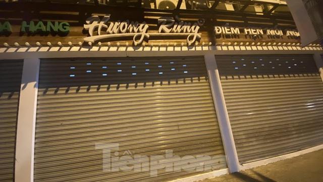 Hàng quán ở TPHCM đồng loạt đóng cửa để chống dịch bệnh Covid-19 - Ảnh 6.