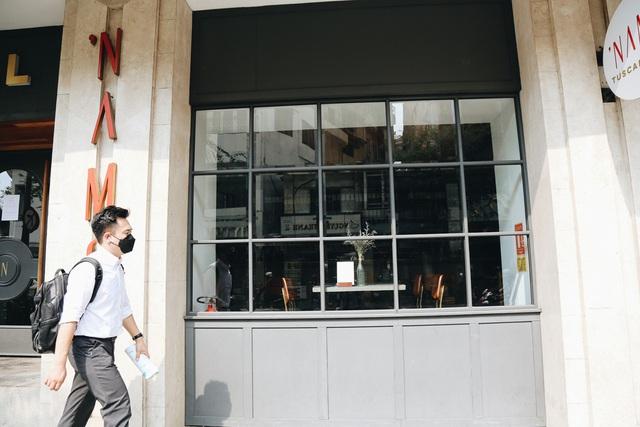 Phố Sài Gòn vắng lặng, quán cafe đồng loạt tạm đóng cửa chung tay phòng chống dịch Covid-19 - Ảnh 9.