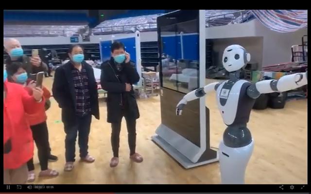Robot chăm sóc cho bệnh nhân Covid-19 tại Vũ Hán: Chu đáo, tận tình, đảm bảo cách ly, còn nhảy múa giúp bệnh nhân vui vẻ - Ảnh 2.