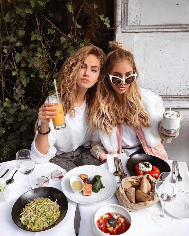 Từ bữa trưa tưởng như vô hại, xung quanh không quá đông người, bạn vẫn có thể nhiễm bệnh covid19