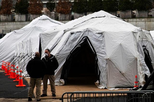 Mỹ có hơn 69.000 người nhiễm Covid-19 và 1041 người tử vong, bang New York cho dựng nhà xác tạm thời bên ngoài bệnh viện - Ảnh 2.