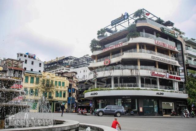 Hàng loạt quán cà phê đất vàng Hà Nội tạm thời đóng cửa - Ảnh 1.