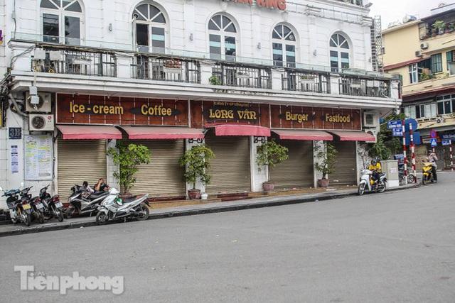 Hàng loạt quán cà phê đất vàng Hà Nội tạm thời đóng cửa - Ảnh 2.