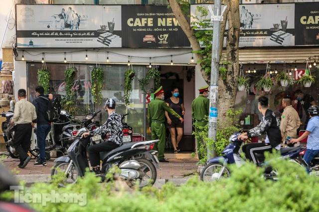 Hàng loạt quán cà phê đất vàng Hà Nội tạm thời đóng cửa - Ảnh 11.